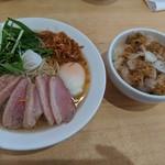 106126162 - 極鴨(チャーシュー増し)、セットのイベリコ豚のバーベキュー丼