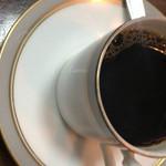 アメリカンベーカリー - セットのコーヒー、そのほかにソースのかかったミニソフトクリームも付きます