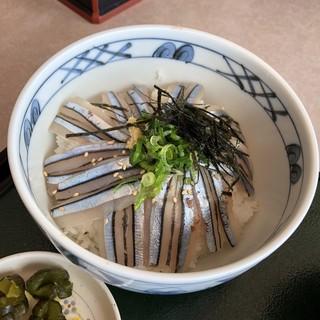 足摺黒潮市場 - 料理写真:きびなご丼