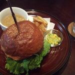 バーガーバーガー - キノコとカマンベールチーズのバーガー