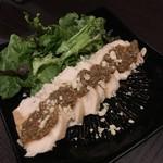 田町 鳥心 - パサパサの蒸し鶏に柚子胡椒風のソース