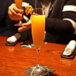 バー・バーンズ - デコポンとシャンパンのカクテル