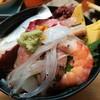お料理やまもと - 料理写真:海鮮丼、下に金目鯛、マグロとろ、鯛など。