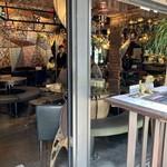 KITCHEN BAR 新目黒茶屋 - 開放感ある室内は心地よい