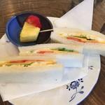 カフェ・バール こうべっこ - 朝のチーズサンド(150円)
