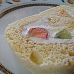 ふわっふわっ巻きたてロールケーキ -