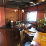 料理旅館 高砂 - 天然木のテーブル