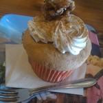 カップス コーヒー&カップケーキ - 胡桃カップケーキに肉桂楓蜜掛け