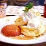 湘南パンケーキ - アップルコンフォート&キャラメルソースパンケーキ