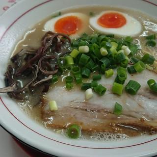 本場博多とんこつらーめん いっぽし - 料理写真:ラーメン(半熟味付玉子追加) 770円