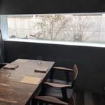 106169638 - 個室のテーブル席へ