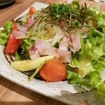 106170602 - 生野菜と鮮魚のサラダ 580円
