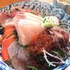 油屋 - 料理写真:★★★☆ 海鮮丼 刺身たっぷり、新鮮で美味しいです!