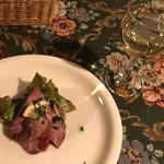 マ・メゾン - 料理写真:★★★☆ ステーキセットの前菜とグラスワイン