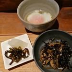 106174440 - ご飯に良く合う甘辛いひじきの煮付けや、温泉玉子にお漬物など、メイン以外も盤石の布陣