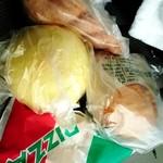 106177496 - メロンパンとかカレーパンとかツイストドーナツ。