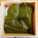 琴きき茶屋 - 桜もち(餡なし)3個入540円