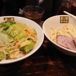 濃菜麺 井の庄 - 濃菜つけ麺(普通盛り)野菜大盛  汁見えないし(笑)