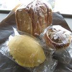 10618401 - レモンパン168円、バナナティロール、黒糖食パン147円