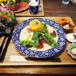 Halleloo Garden - 料理写真:Cランチ グリル野菜とハーブソーセージのホワイトカレー