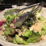 全席個室 居酒屋 あや鶏 - お刺身を頂いたらサラダ、料理は殆どが大皿でサービスされました