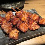 全席個室 居酒屋 あや鶏 - 串焼きはネギマ、特製の醤油ダレの自慢の串焼きです。