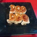 上海家庭料理 大吉 - 焼餃子¥550