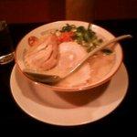 金ちゃんラーメン - 九州風白湯ラーメン