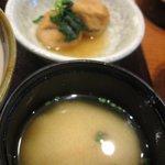 Onegiya - 味噌汁と煮物