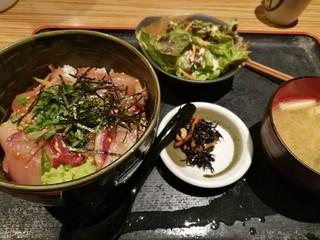 九州の地魚料理 侍 浜松町店 - 大分丼 930円