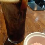 Fine's bar - 食後のデザートとコーヒー。