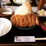 こだわりとんかつ たやま - 料理写真:特選ロースかつ定食(中) ¥1,458-