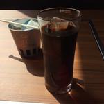 ジンギスカン霧島 - ソフトドリンク「アイスコーヒー」! 西日の当たる席で、写真はイマイチ。