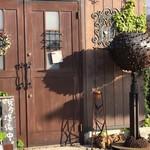 鐵屋+cafe - どんな空間が待っているの!?ってワクワクする外観。特にぶつぶつのやつたまらん。