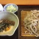 めいじん亭 - 納豆とろろ蕎麦(税込880円)