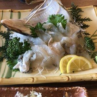 まるは食堂旅館 - 料理写真:石ガレイの刺身。活のカレイですが余り美味しくはないです。