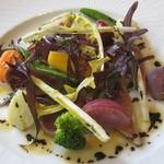 シェ・アキラ - まぐろのタタキと野菜の温かいサラダ