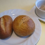 シェ・アキラ - 自家製パン+豚のリエット