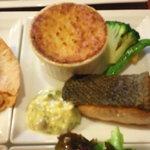 10623884 - ワンプレートはお肉かお魚が選べます。本日のお魚料理。サーモン。