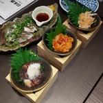 日本酒原価酒蔵 - 炙り〆鯖、蛍イカの沖漬け、えんがわユッケ、梅水晶