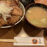 十勝豚丼 いっぴん - 豚丼特特盛り+豚汁