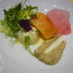 106233794 - 産地直送鮮魚の炙り、豆乳とカリフラワーの軽いムース。コリアンダー風味の茄子 香ばしい胡桃のビネグレットソース