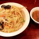 牡丹江 - 料理写真:皿うどんとスープ