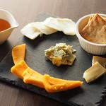 ダーツカフェ ウノ - チーズの盛り合わせ