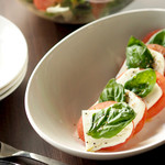 ダーツカフェ ウノ - トマトとチーズのカプレーゼ