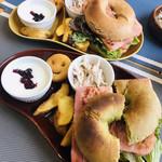 ロール ベーグル&カフェ - 料理写真:BLTベーグルサンド☆ プレート+ドリンク、サラダ、スープ付き!