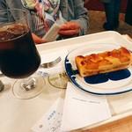 もん - お友達のコーヒーとアップルパイ