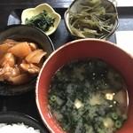 むちゃく - 小鉢の2品と味噌汁