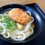 うどんの田 - コロッケうどん(かけうどん+肉じゃがコロッケ)