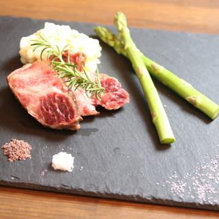 ヘルシーな赤身肉を使ったステーキや厳選された京都牛を使用!!